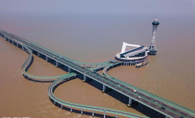 大桥横架飞虹 十载显现峥嵘