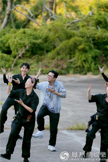 《极限挑战》为《一出好戏》定制特辑 黄渤现场尬舞