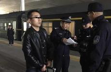 男子盗好友微信账户钱款外逃途中被铁警抓获