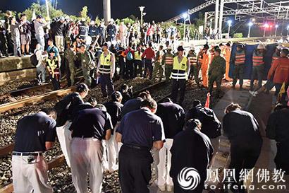 台湾列车发生出轨事故 慈济投入千余人次关怀伤亡者家属_关怀-慈济-宜兰-志工-救灾