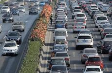 绕城高速南段高峰期大流量慢行成常态 或禁行货运车
