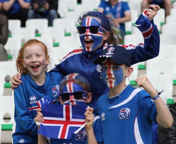 都在夸冰岛足球崛起 可他们也太不严肃了!_凤