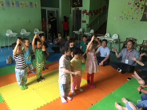 心海集团总裁鲍世超在京慰问残障儿童