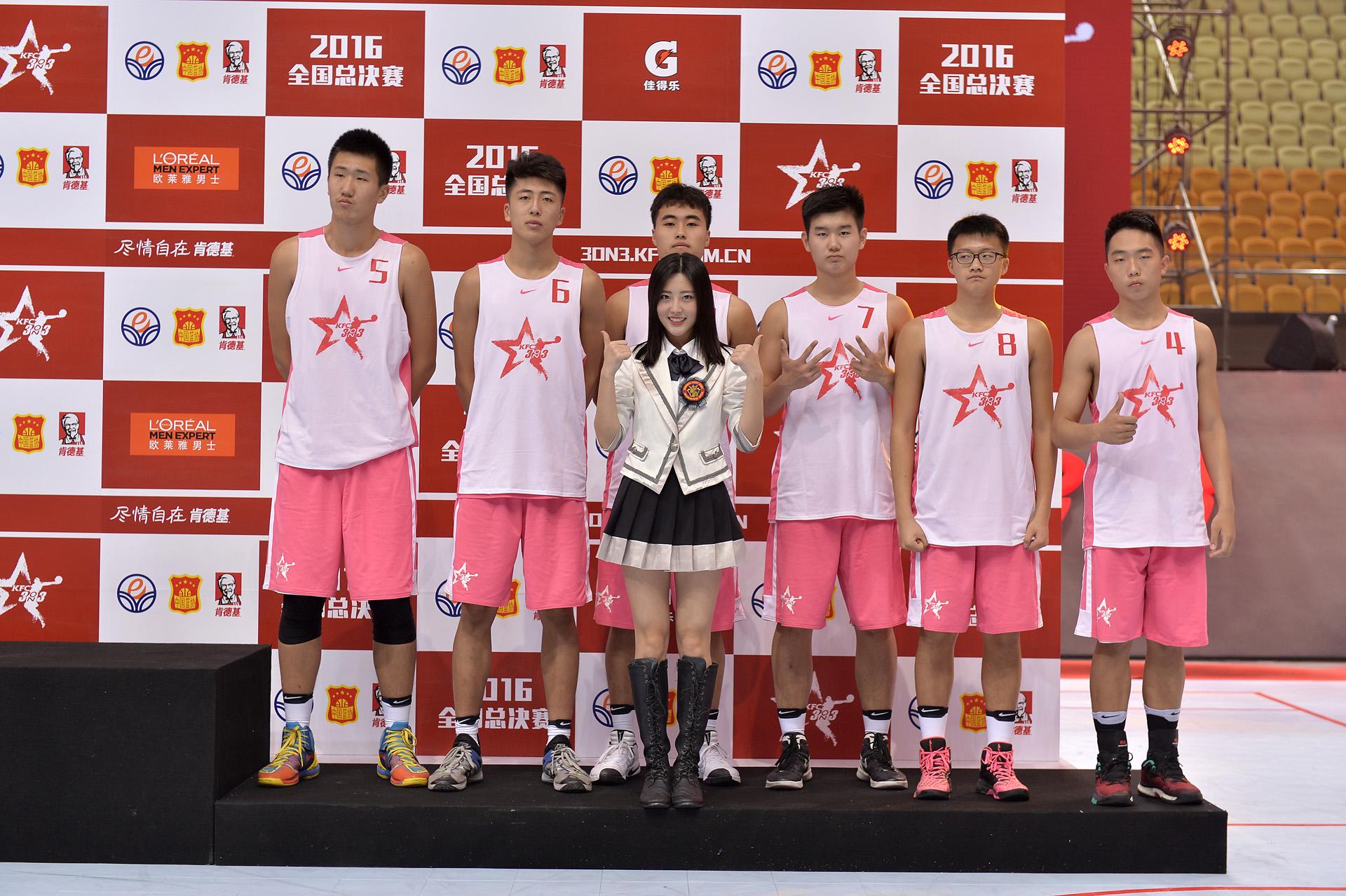 SNH48美少女变身篮球经理人 决战2016肯德基