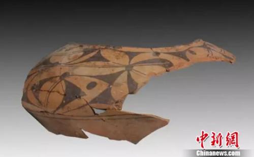 彩陶盆残片。 山西省考古研究所提供摄