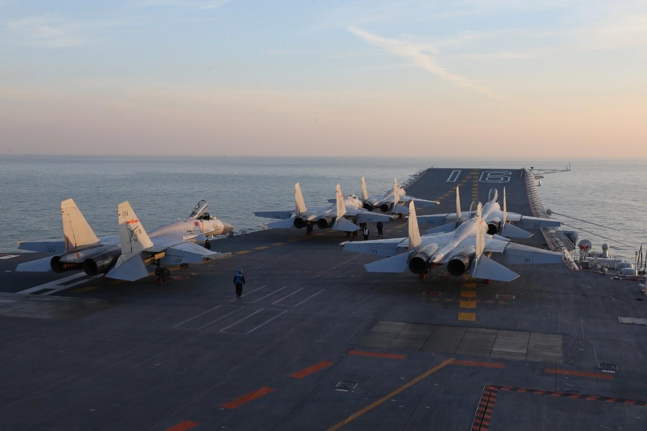 中国航母编队首次真枪实弹演习
