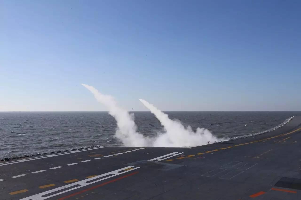 中国航母编队首次真枪实弹演习 看看战斗力有多强(图)