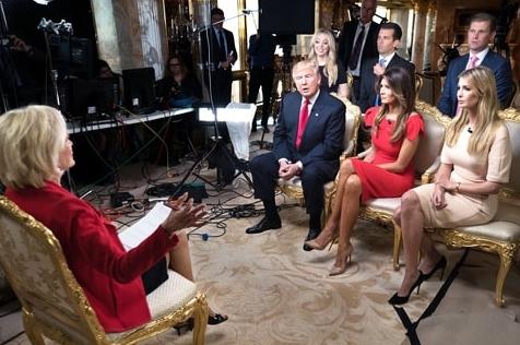 特朗普 多少 麻烦 记者会 未知 在即 剥离/正在参加访谈的特朗普一家人,伊万卡戴着自己品牌的手镯...