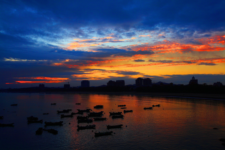 港口及风景旅游城市,是闽南地区的主要城市,与漳州,泉州并称厦漳泉
