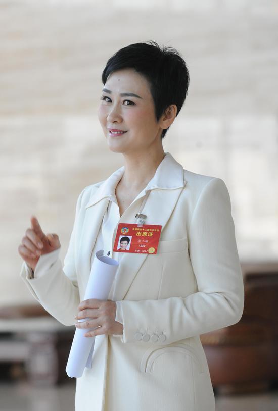 图为全国政协委员、大唐集团副总经理李小琳。