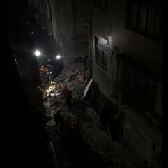 浙江瑞安两间民房因煤气爆炸倒塌 2人被困
