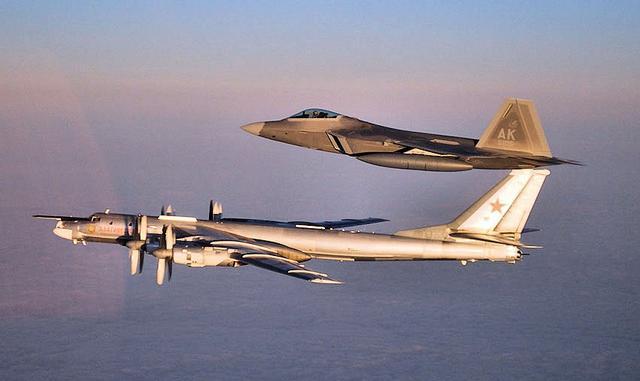 两架俄轰炸机逼近阿拉斯加美军出动F22战机拦截