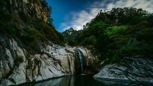 五月的尧山是花花世界 美丽的杜鹃你没有理由不关注