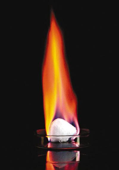中国首次海域可燃冰试采成功燃烧能量超石油数十倍