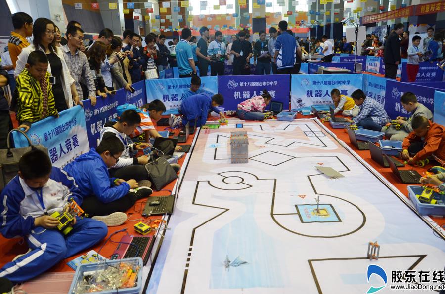 高清:创新对垒 烟台上演中小学生电脑机器人大