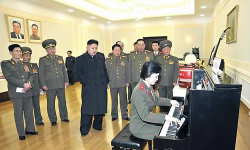 金正恩在办公室里弹钢琴 工作人员热血沸腾(图)