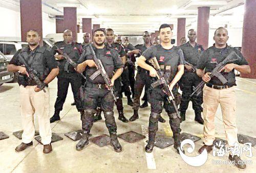 福建小伙在南非建安保公司 手持AK47与劫匪激战