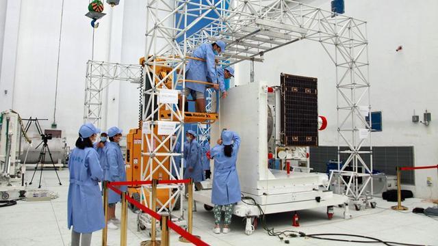 """中国""""墨子号""""量子卫星首次实现千公里量级量子纠缠"""
