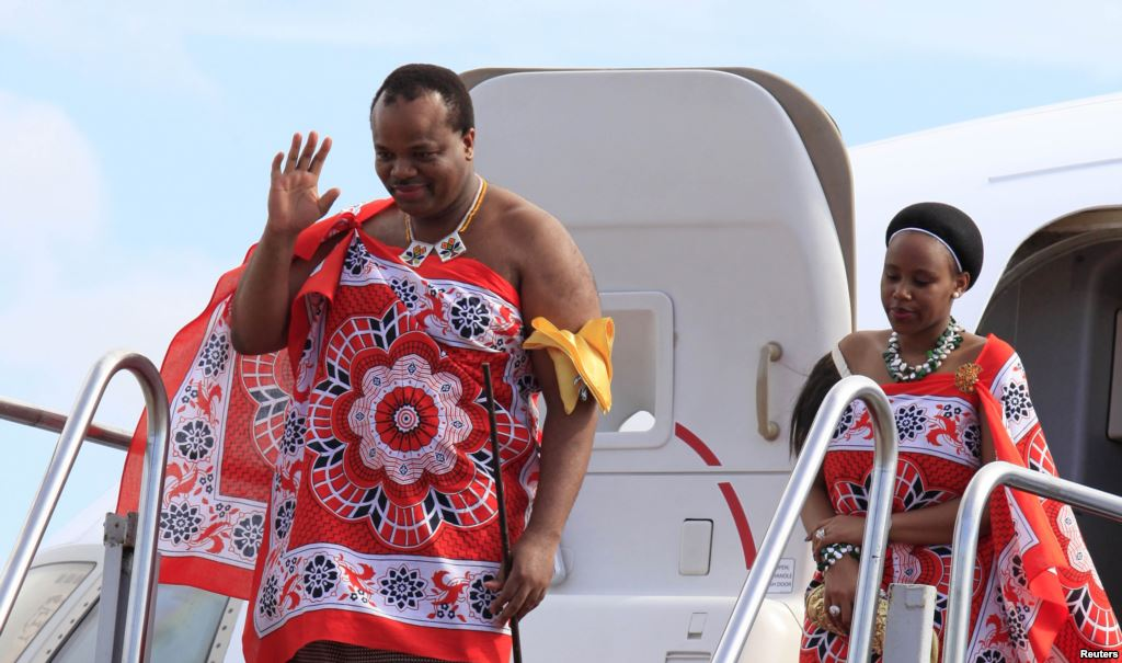 King-of-Swaziland-Mswati-III-left-and-one-of-his-13-wives-disembark-from-a-plane-after-arriving-at-Katunayake-International-airport-in-Colombo-Sri-Lanka-August-13-2012.-Photo-Reuters