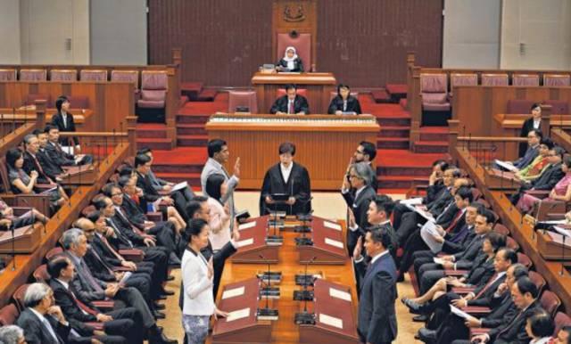 新加坡第一家族宫斗李显龙解除党鞭是利是弊?