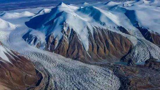 俯瞰布喀达坂冰川