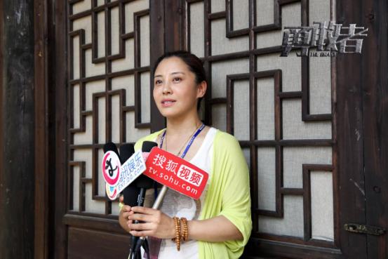 制片人李晓红接受媒体采访