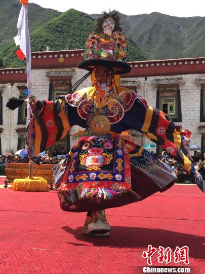 西藏百年老寺迎来跳神佛事活动祈愿风调雨顺(图)