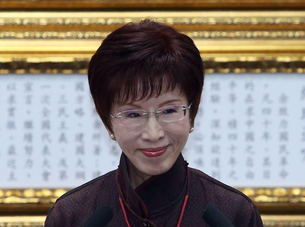 黄国昌起诉洪秀柱诽谤 庭审现场洪秀柱全程闭目养神