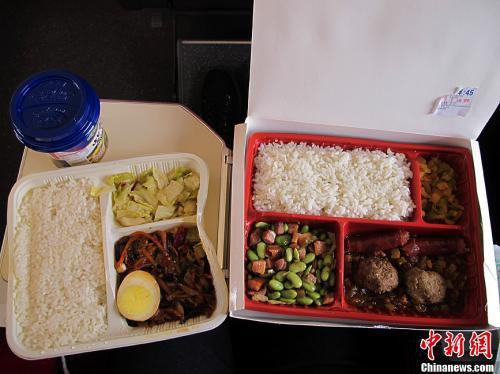 资料图:图为高铁列车上供应的盒饭。中新社发张家瑞摄