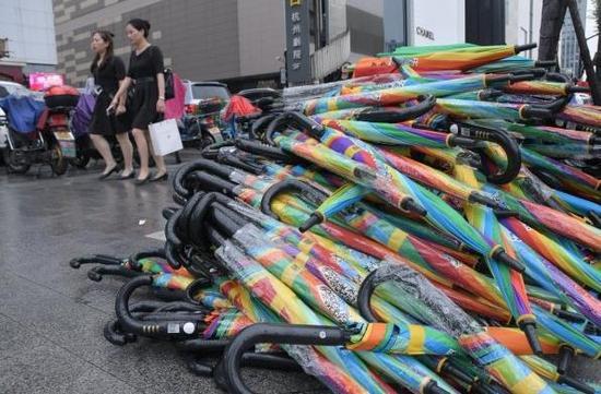共享E伞。浙江新闻网图