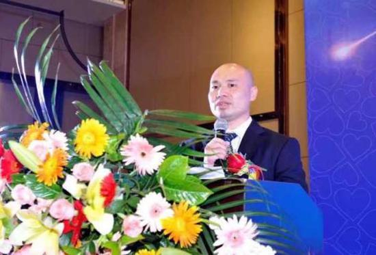 共享E伞创始人赵书平。浙江新闻网图赵书平计划一年内投放1000万把E伞,制伞成本6个亿。