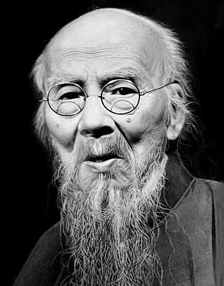简介齐白石(1864年1月1日─1957年9月16日) 生于湖南长沙府湘潭(今湖南湘潭)人。近现代中国绘画大师,曾任中央美术学院名誉教授、中国美术家协会主席等职。