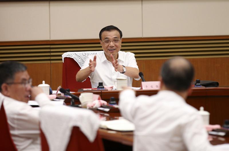 李克强主持召开推动制造强国建设等议题升级座谈会