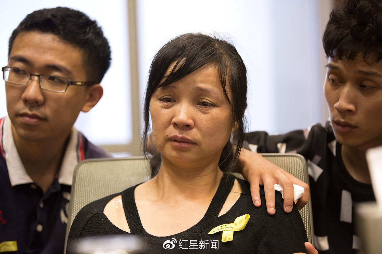 章莹颖家人此前举行记者会图据视觉中国