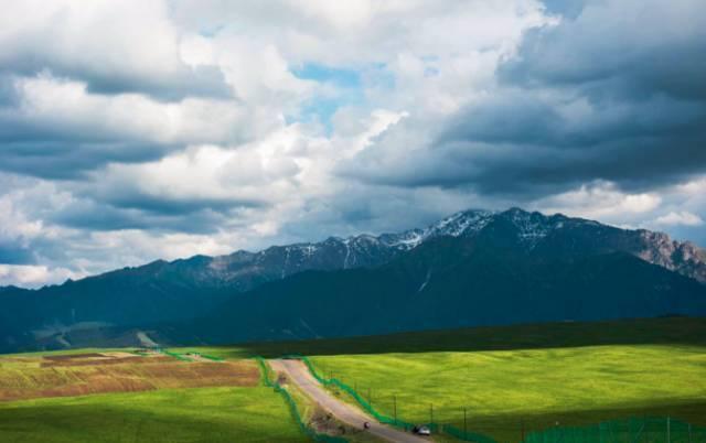 京新高速,沿线经过:北京,张家口,乌兰察布,呼和浩特,包头,巴彦淖尔
