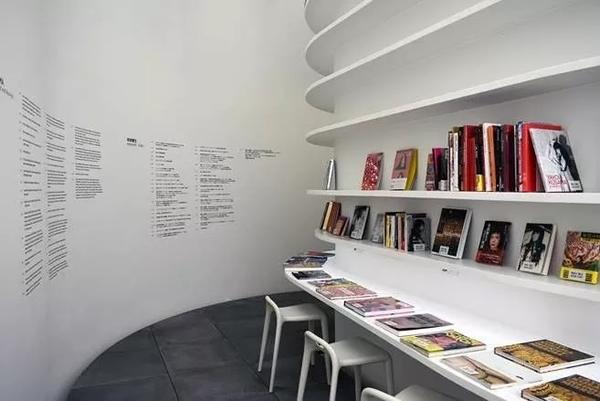 五楼的图书阅览室;图片:美术手帖