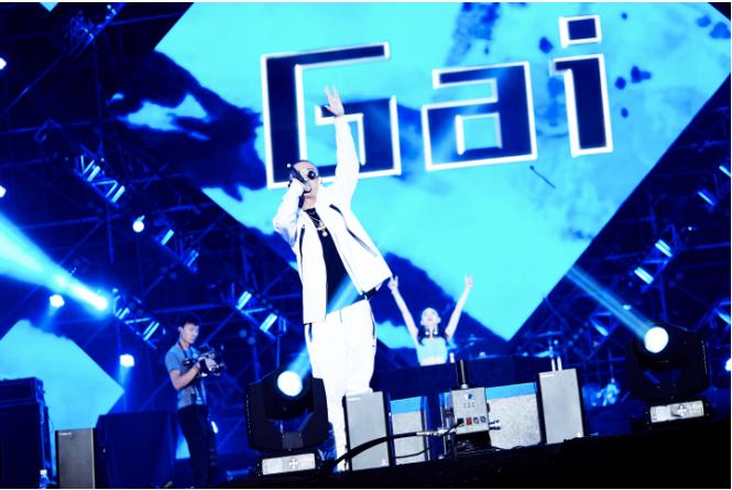 全景  2017年10月2日,gai参加了珠海沙滩音乐节.
