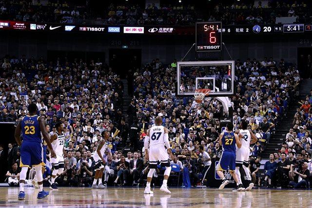 NBA中国赛上海站现场战况激烈,图片来源于天梭。