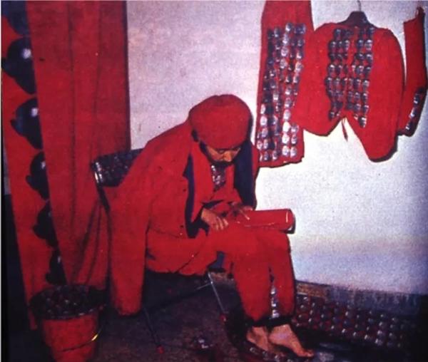 参展作品: 李山《洗脚》,1989