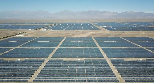这是哈密市石城子光伏产业园区的太阳能光伏板(9月21日摄)。 新华社记者陈晔华摄