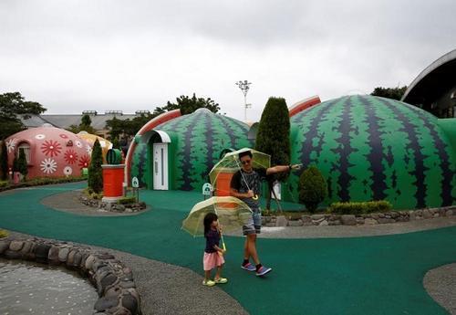 阿苏酒店的度假屋造型可爱,还能抗震,是一大卖点。(图片来源:路透社)