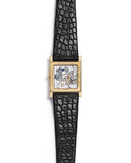 Tiffany & Co. 蒂芙尼Square系列27x35.88毫米18K金腕表背面,黑色鳄鱼皮表带