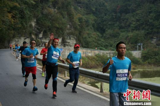 第三届中国跑客节在重庆举行跑客享土家风情