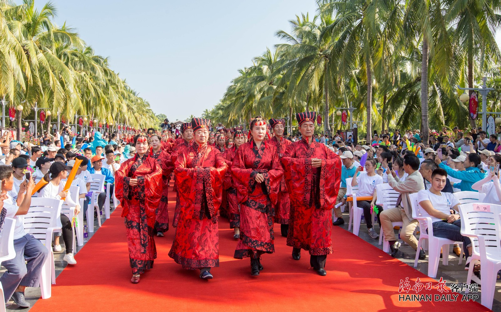 """三亚天涯海角国际婚庆节开幕 百对夫妇还原""""汉式婚礼"""""""