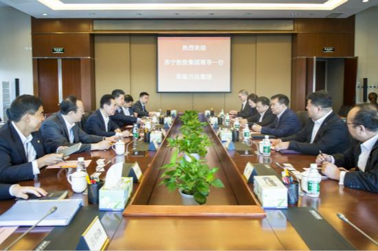 王健林董事长会见苏宁集团董事长张近东