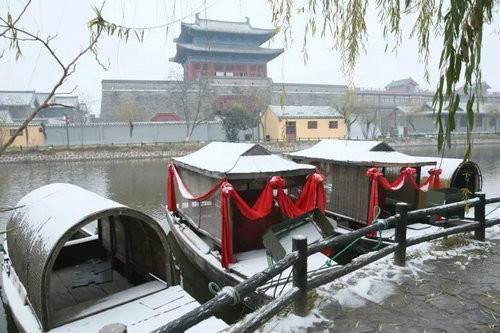 茫茫白雪挡不住清明上河园的美丽