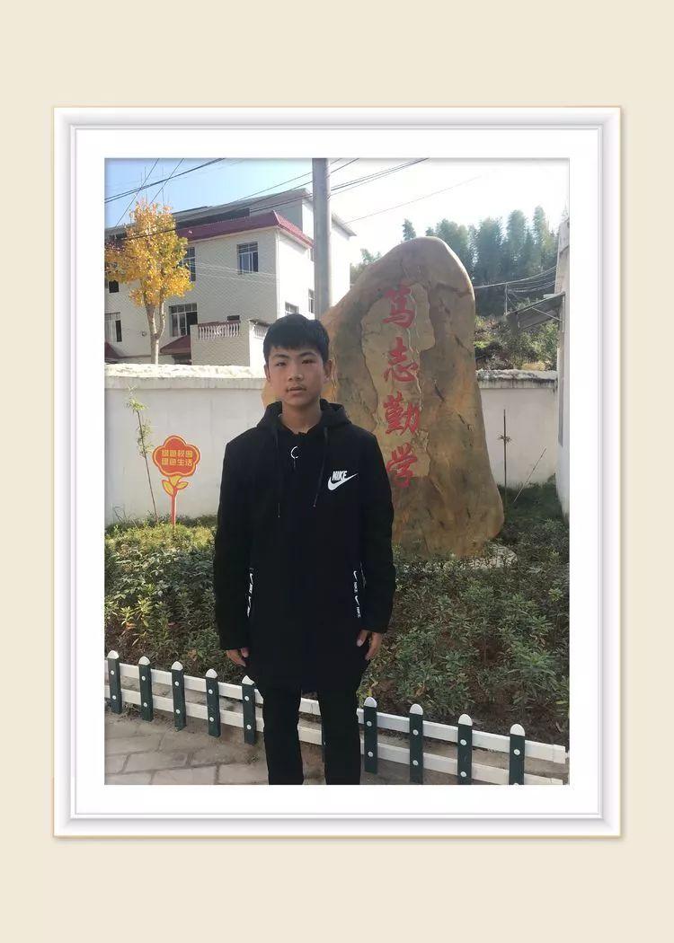 吴海建,男,赣县区韩坊镇南坑村人,就读于小坌中心学校八年级一班.