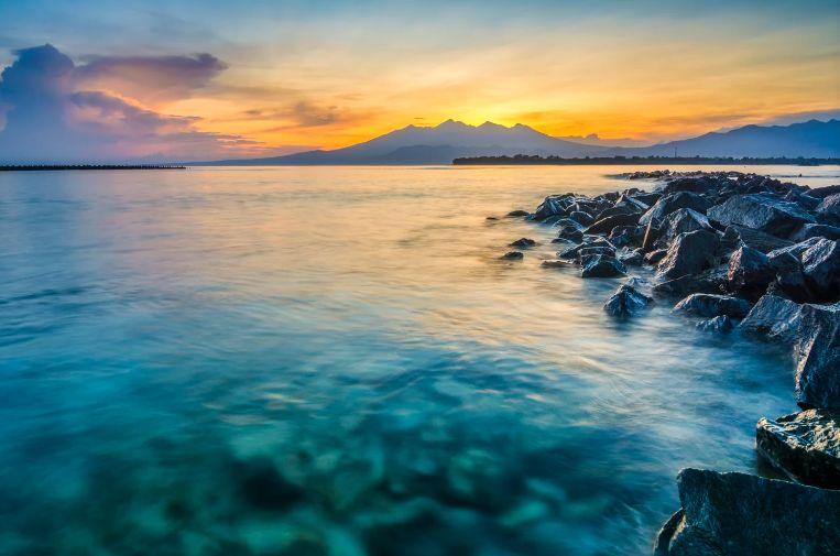 龙目岛Top2 这里有最美的酒店和日落:圣吉吉Senggigi 游玩重点:酒店、spa 、日落、酒吧街