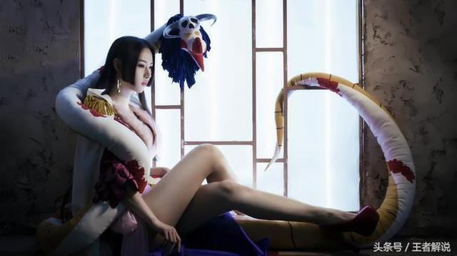 冯提莫cos女帝波雅汉库克,百万网友围观弹幕却成了亮点