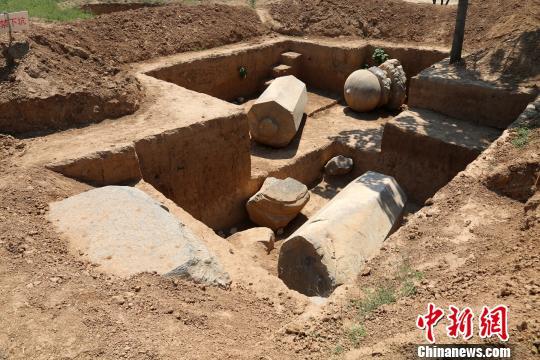 元陵神道西石柱。陕西省考古研究院